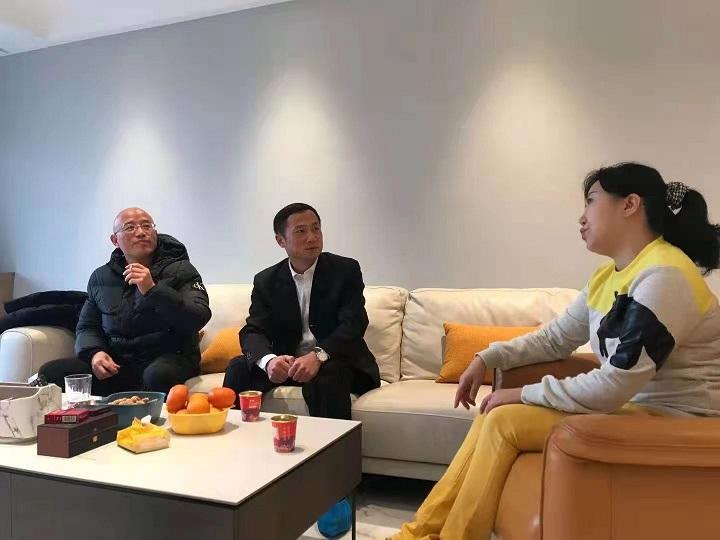 魏雄军同志在春节前夕开展政治家访1.jpg