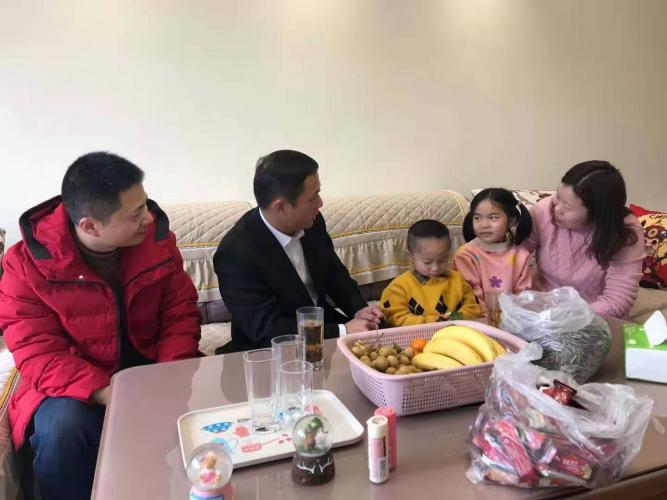魏雄军同志在春节前夕开展政治家访
